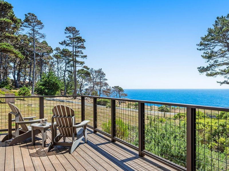 Beautiful home w/sweeping ocean views, private gas grill & firepit, alquiler de vacaciones en Stewarts Point