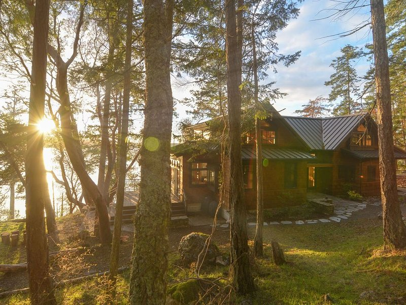 Hook's Nest - Magnificent Waterfront Home, vacation rental in Orcas