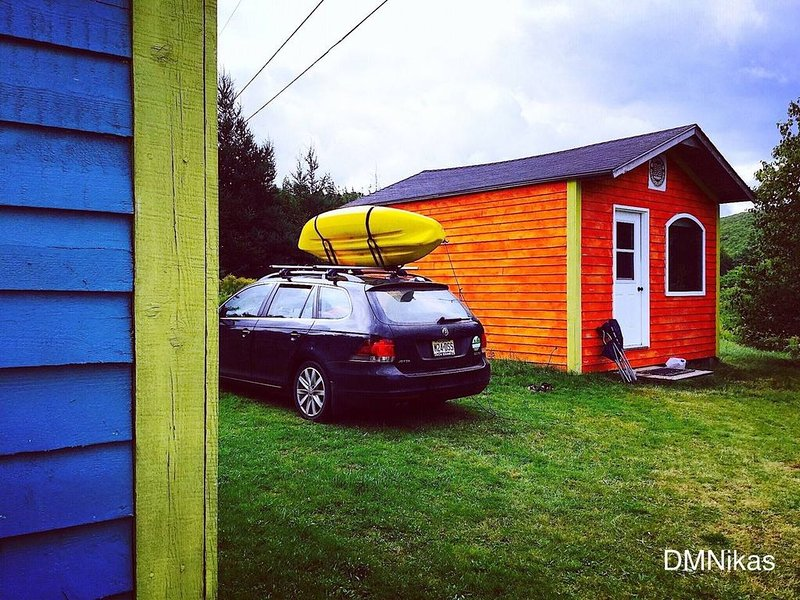 INVERNESS Rustic Orange BS Cabin by DMNikas, holiday rental in Mabou