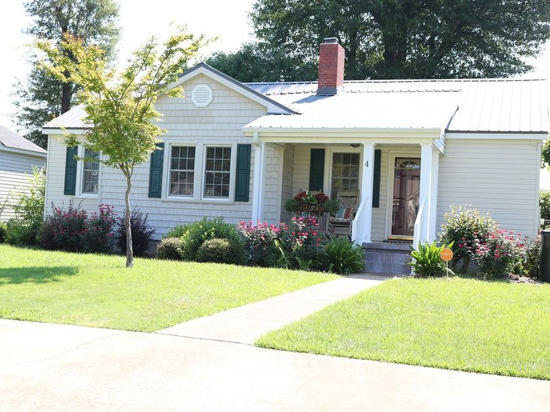 Cottage on Hackberry Circle, holiday rental in Coker
