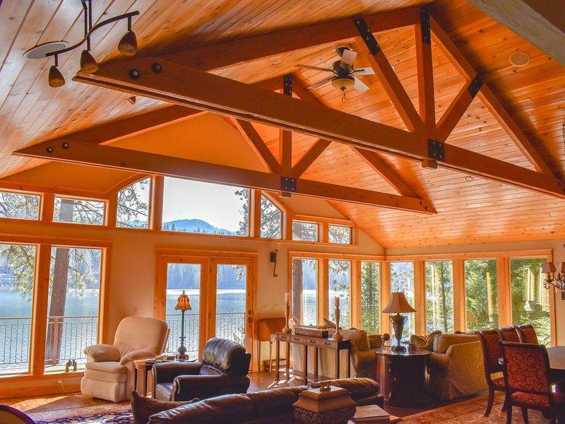 On Hayden Lake - An Inviting Lakefront Property!, location de vacances à Hayden