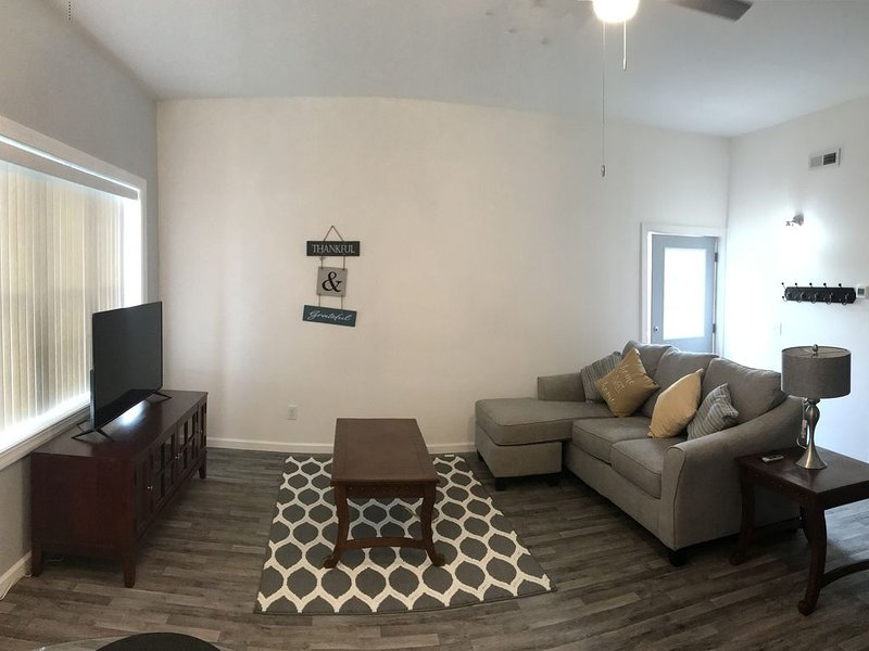 Spacious and charming 1 Bedroom apartment, vacation rental in Port Byron
