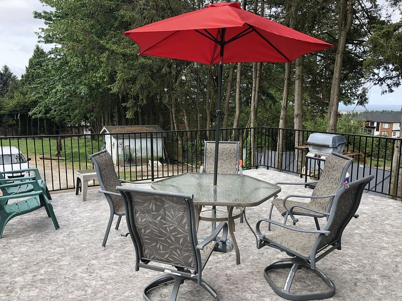 BE MY GUEST---- This beautiful like brand new 2 level home is situated on 20000, holiday rental in Surrey