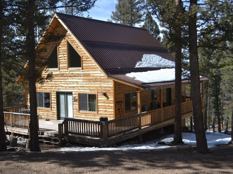 Rustic mountain cabin located near prime fishing, hunting and ATV trails., holiday rental in Lake George