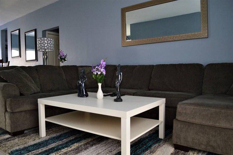Casa Villa - A Perfect Modern Home for Big Groups, vacation rental in San Antonio del Mar