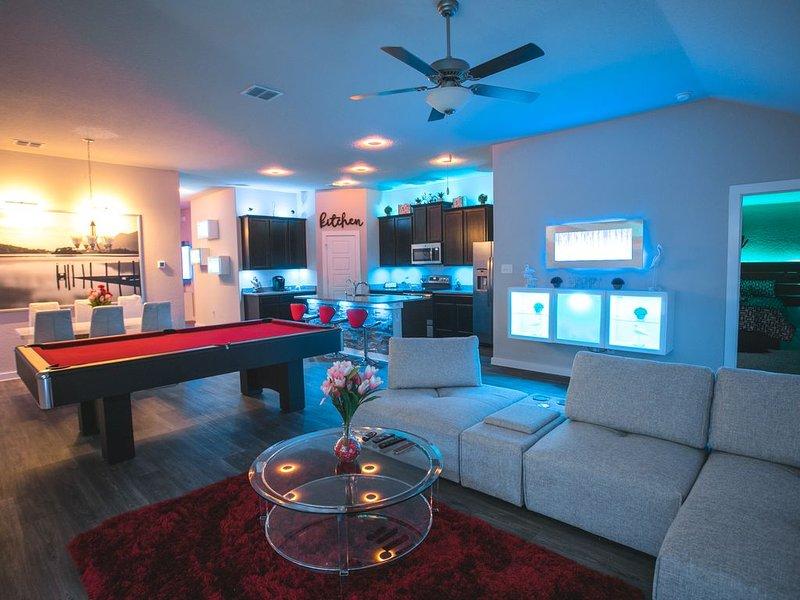 Movie Theatre! Pool Table!Lackland! Vanity room !! Near Seaworld !, vacation rental in San Antonio