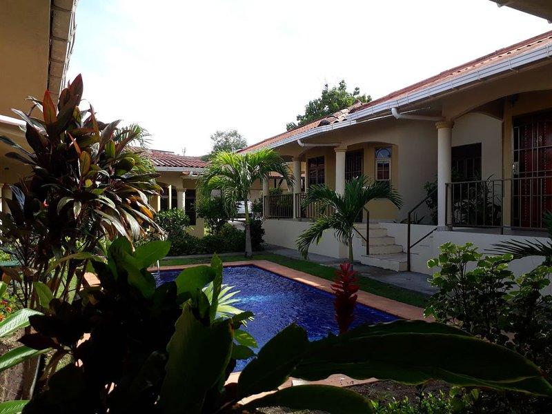 Spacious Home, In Gated Community, With Two Pools, Close To City Center, aluguéis de temporada em Boca Chica