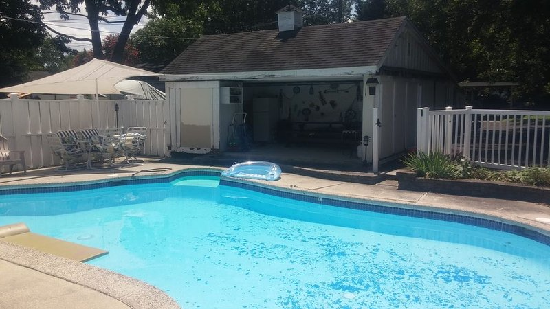 Waterfront Home on the Choptank River in Cambridge MD 3 bed room 2 bath and pool, vakantiewoning in Easton