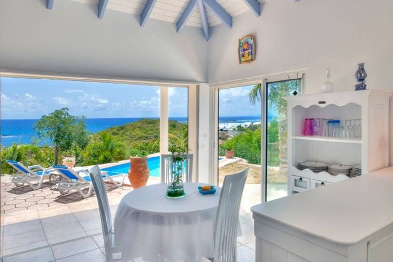 Romantic Cottage with Private Pool and Magnificent Ocean Views, vacation rental in Cul de Sac