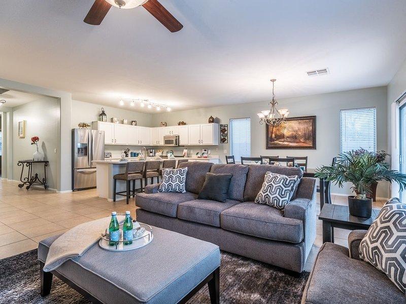 NEWER Home, Sleeps 12 - Family Friendly in Gilbert near Loop 202!, holiday rental in Gilbert