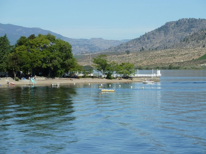 Quiet and Secluded Cabins on the Exclusive North Part of Osoyoos Lake, holiday rental in Osoyoos