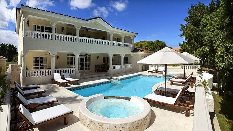 Lifestyle Villa 6  Bed Chairman Circle- Lowest All Inclusive- Gold VIP Bands!, holiday rental in Maimon
