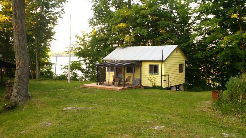 43 At The Lake Sunrise Cottage 2020 Now Sold Out, vacation rental in Seeley's Bay