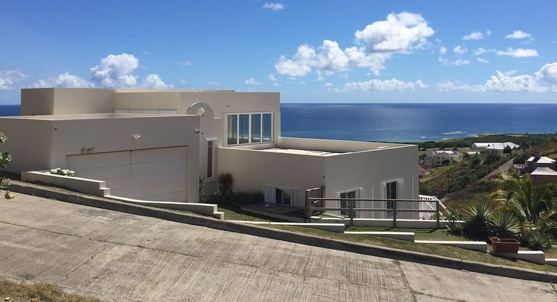 VILLA BIANCA APARTMENT II, vacation rental in Basseterre