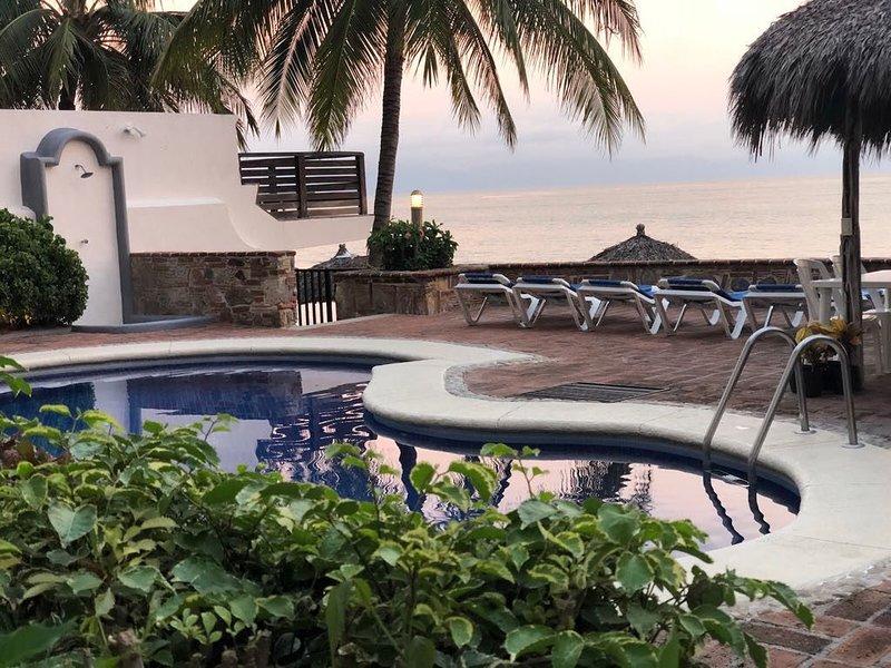 OCEANFRONT/BEACHFRONT Condo Bucerias, RIVIERA NAYARIT, PUERTO VALLARTA, location de vacances à Bucerias