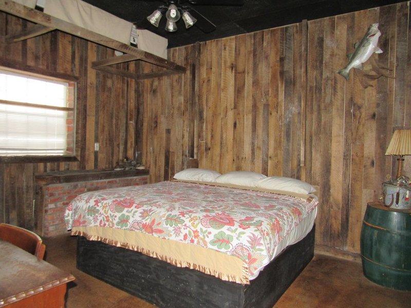 Cozy Lake Front Cabin, aluguéis de temporada em Prue