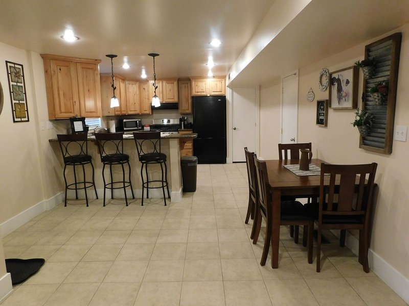 2 bedroom apartment separate entrance. close to BYU, MTC and Provo temple., location de vacances à Mapleton