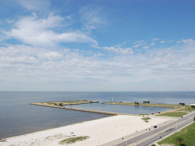 Vacation on a Whim & SAVE BIG! Have An 11th Floor View Of The Gulf Coast!!!, vacation rental in Biloxi