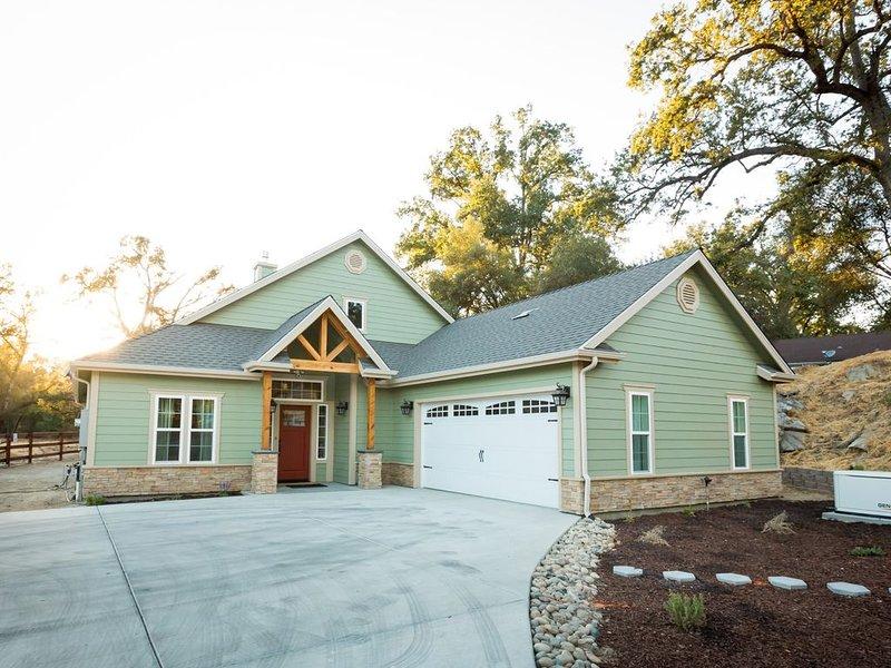 Beautiful New Home - Yosemite Sandy River Retreat, holiday rental in Oakhurst