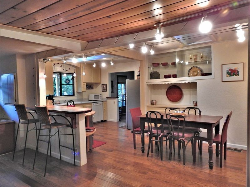 Cheerful Home with Many Outdoor Dining Options-  Om Shanti, holiday rental in Murphys