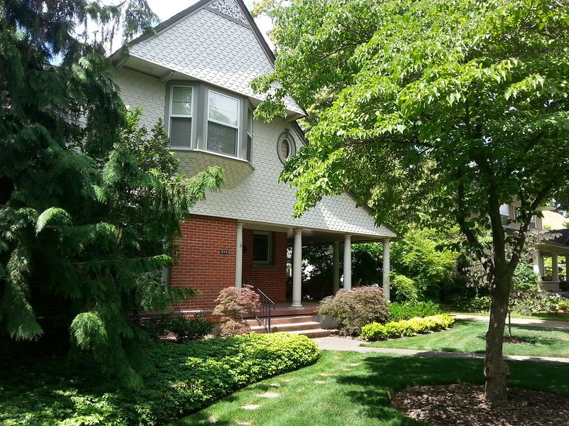 Large Gracious Home on Lovely Catherine Street, alquiler vacacional en Walla Walla