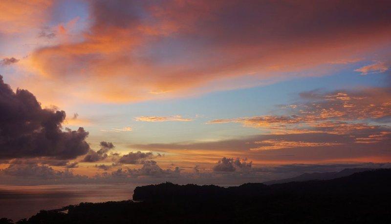 Los Loros 2: 1 BDR Casita with Ocean View, casa vacanza a San Buena