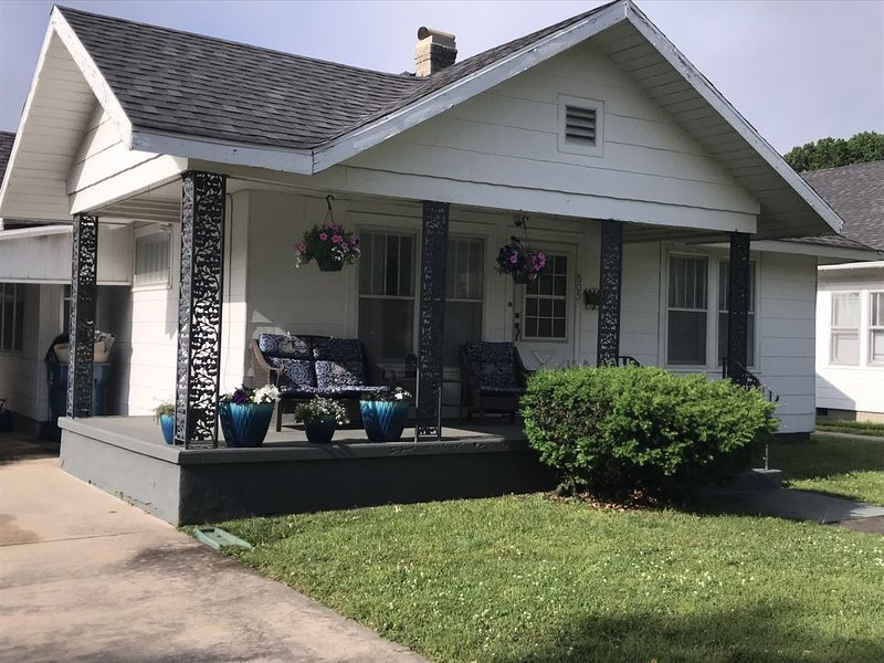 Spacious Home-Modern Conveniences-Central Location, holiday rental in Coffeyville