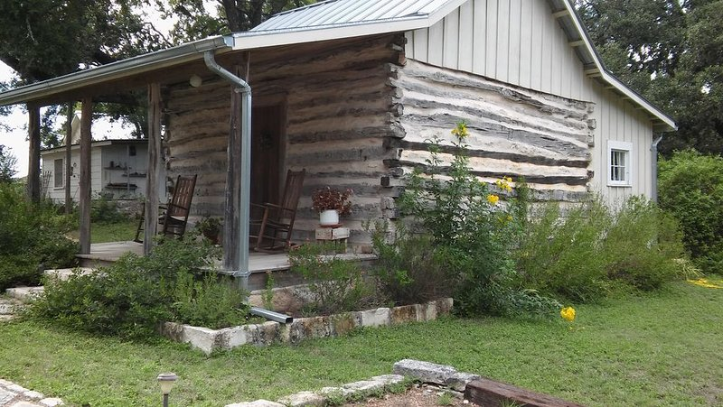 Butler Cabin at The Homestead B & B, vacation rental in Dripping Springs