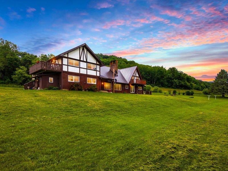 Star Hawk Springs Chateaux - Sleeps 12-20, casa vacanza a Dakota