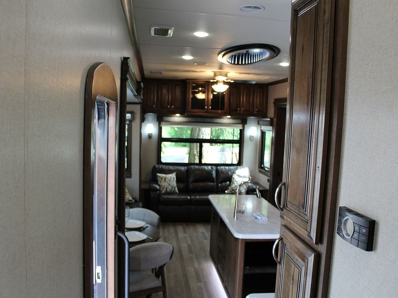 Gorgeous 2018 RV with Beach Access, holiday rental in Parksville
