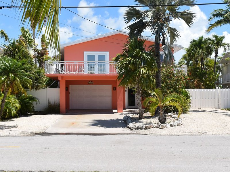 WATERFRONT/TROPICAL LANDSCAPED HOME WITH MAGNIFICENT GULF VIEW, holiday rental in Long Key