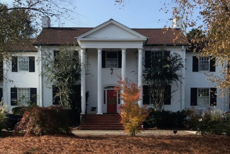 Huge home in the heart of 5 pts perfect for UGA Football, Weddings or Graduation, casa vacanza a Athens