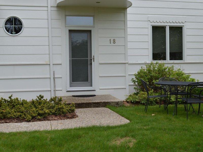 Family Resort on Lake Michigan - Terrace 18, location de vacances à South Haven