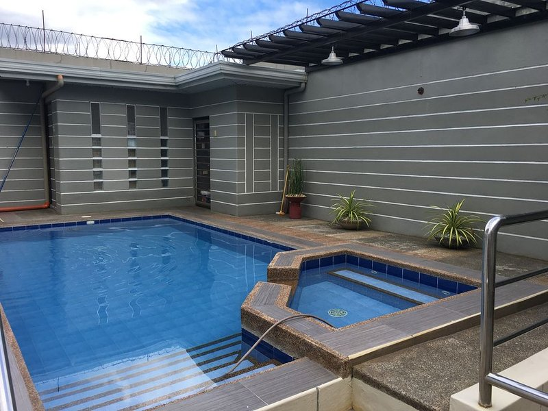 Private Pool Bungalow, holiday rental in Lubao