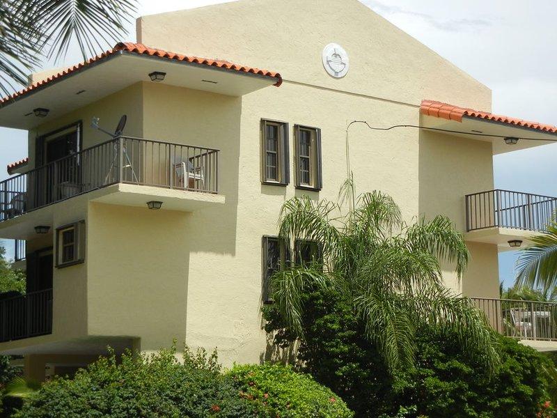 Islamorada Paradise! Luxury Townhouse! Sleeps 4-6 Boat Slip And Pool, holiday rental in Long Key