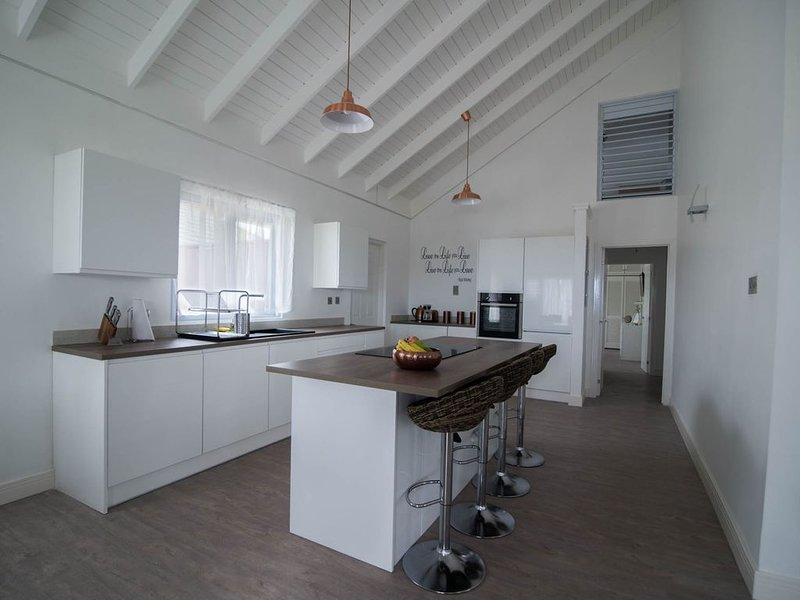 Modern Eshae Living Beach House, holiday rental in Priory