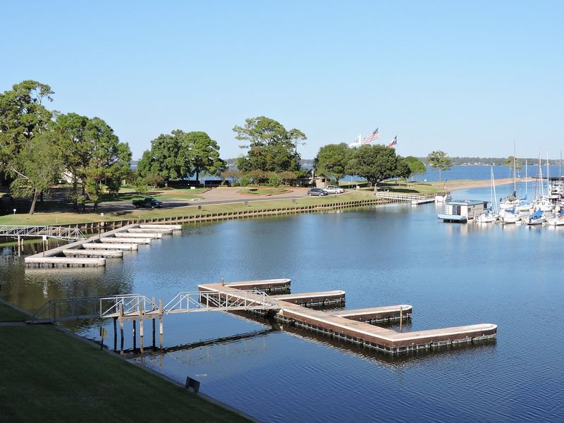 Lodge On Lake Conroe, holiday rental in Montgomery