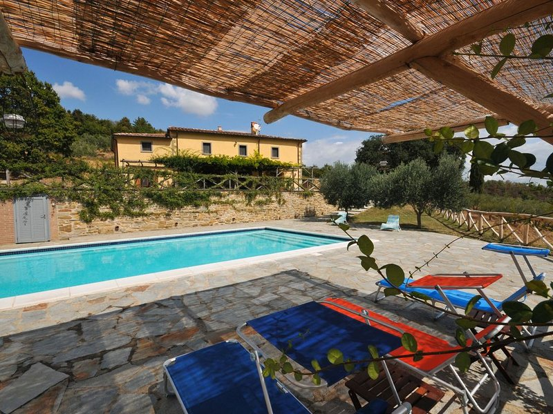 Tranquil location, villa with impressive views, heated pool, wifi, close to town, holiday rental in Anghiari