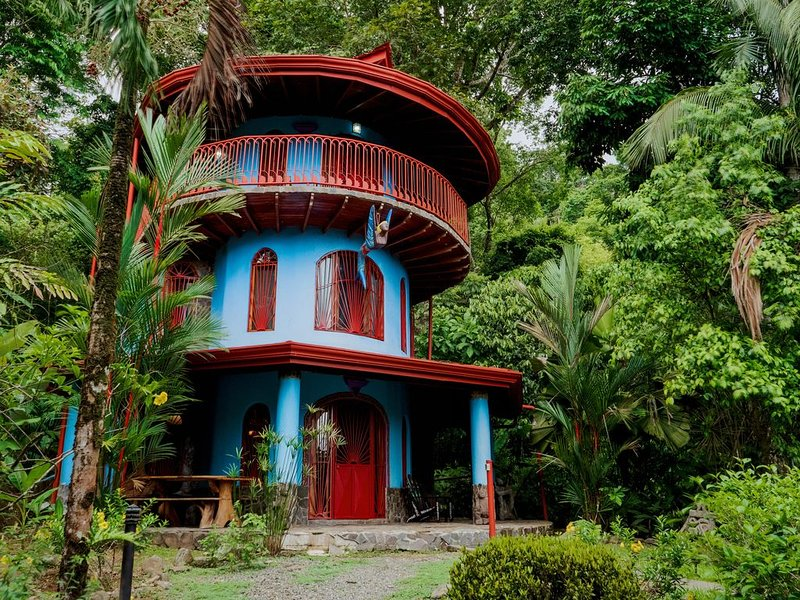 Family Friendly Waterfall Home Just Minutes To All Beaches Of Playa Dominical, vacation rental in Dominical