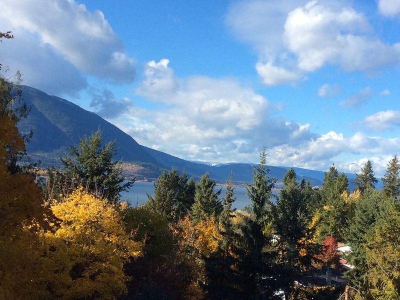 Arm's Reach. Your home away from home., alquiler de vacaciones en Salmon Arm