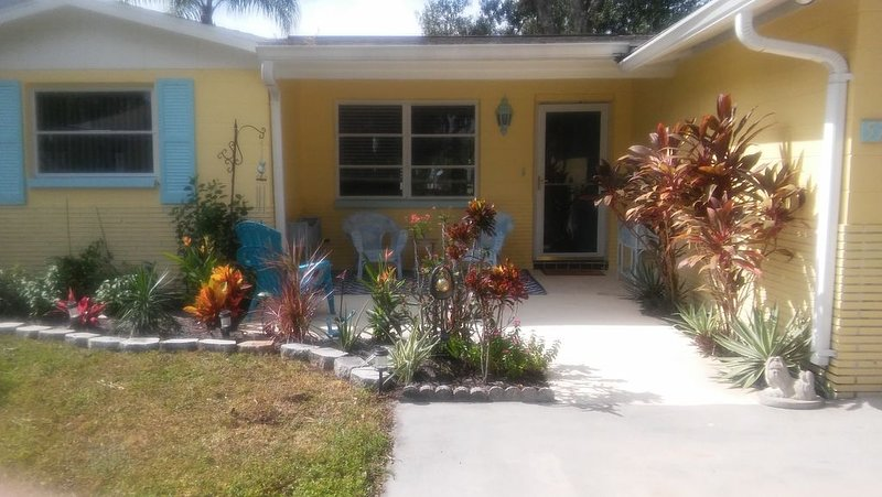 Welcome to 5767 Rio Dr in New Port Richey Fl Water Front Property on Cotee River, holiday rental in Elfers