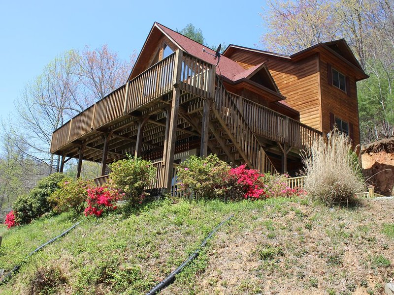 Waterfalls Rd- Close to Downtown Blowing Rock, holiday rental in Lenoir