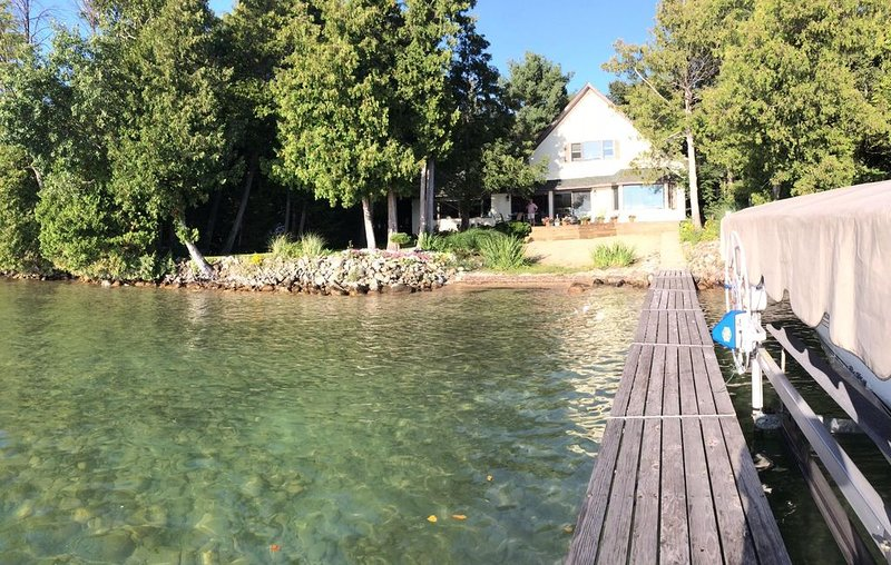 Beautiful Year Round House On Sunset Side Of Elk Lake., alquiler de vacaciones en Rapid City