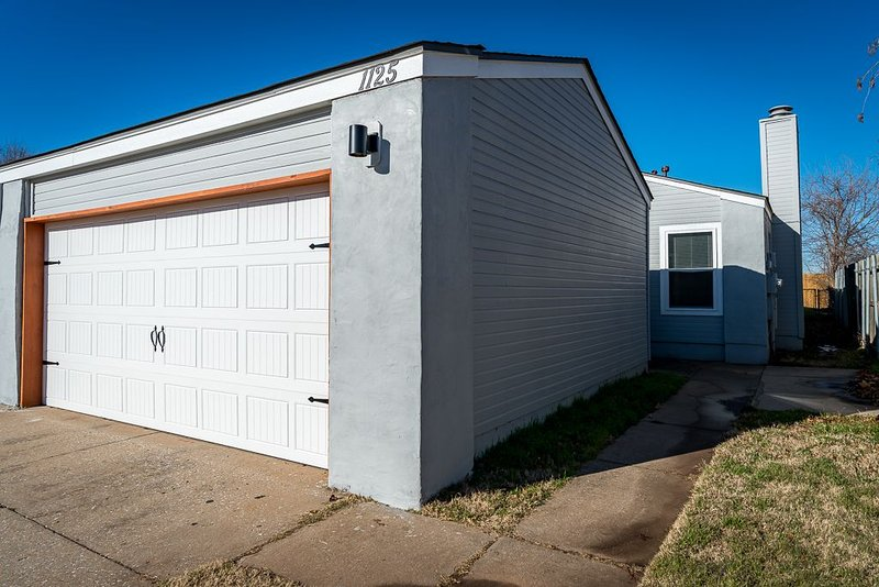 NEWLY REMODELED!!! Just a few minutes to UCO!!!, vacation rental in Guthrie