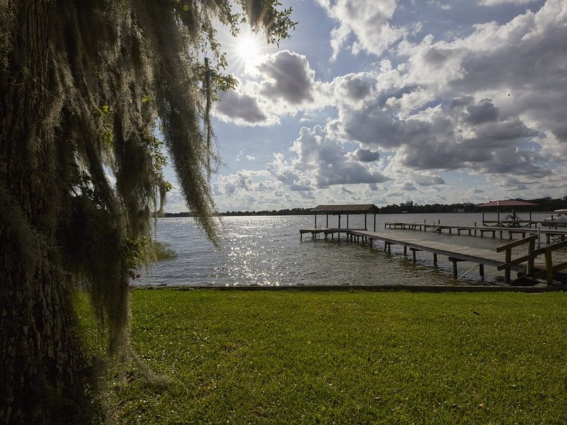 Relax at Florida's Secret Hideaway on Lake Placid! 1Bed/1Bath Entire Apartment, holiday rental in Lorida