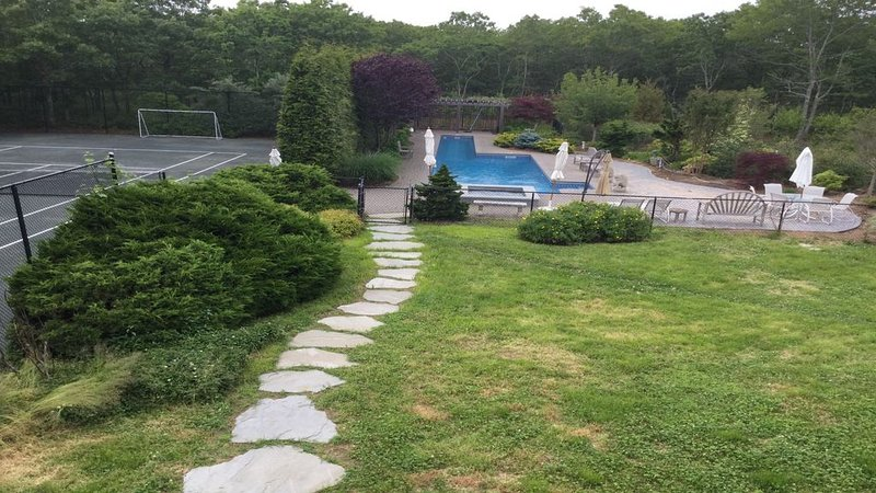 8 Br 8 bth 66' heated pool; private tennis court; 3 acre landscaped paradise, vacation rental in Sagaponack