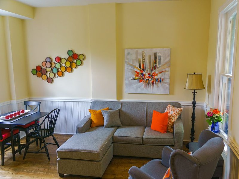Orlando's Hideaway a quiet & comfortable 1887 home adjacent to heritage district, holiday rental in Stratford