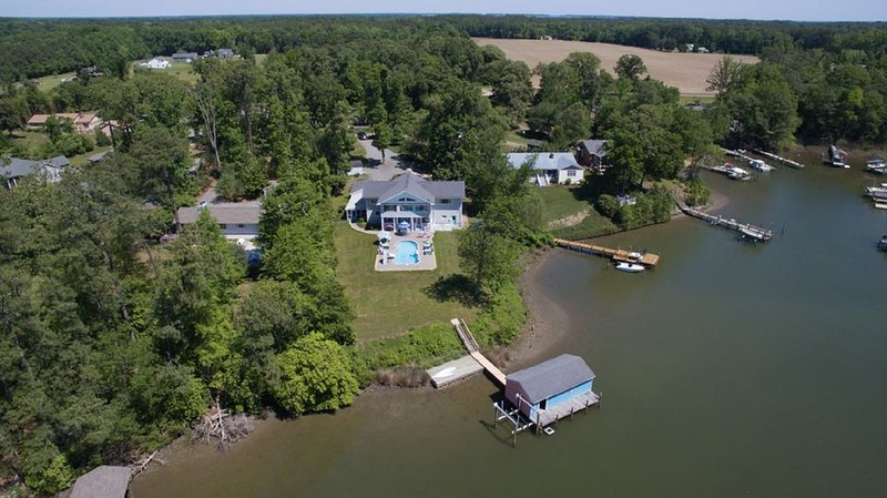 New Weeks Available! Deltaville, VA  Waterfront with In-Ground Pool., holiday rental in Schley