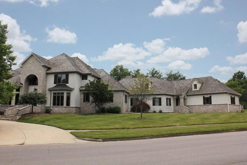 Spacious 8000+SF Private Home with Pool, holiday rental in Columbia