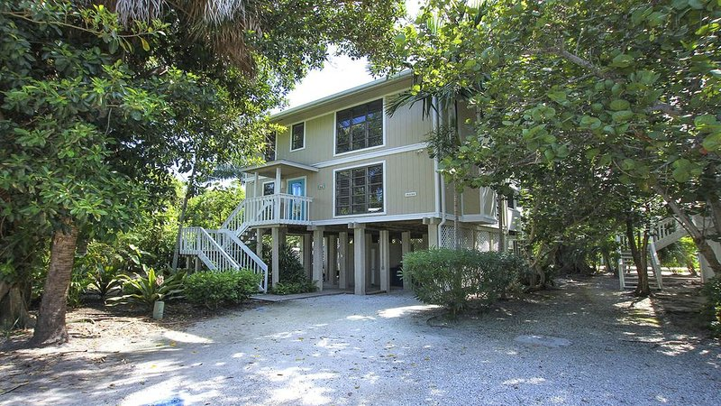 Fantastic Island Getaway at Sunset Captiva 48, vacation rental in Saint James City
